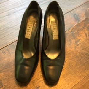 Nickels Black leather pumps size 5 1/2